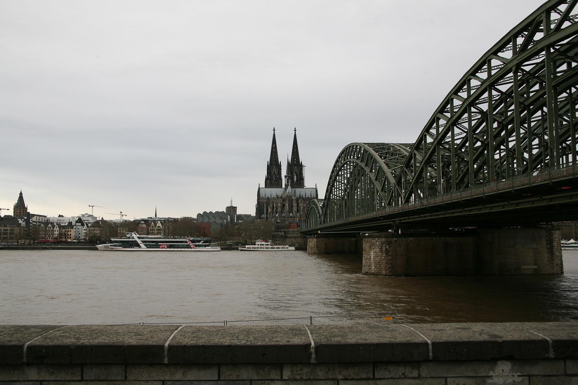 Kölner Dom – Hohenzollernbrücke